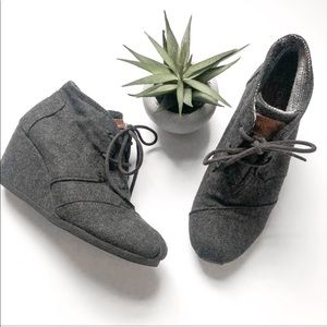 TOMS Wedge Heel Shoes Dark Gray Lace Up Size 6